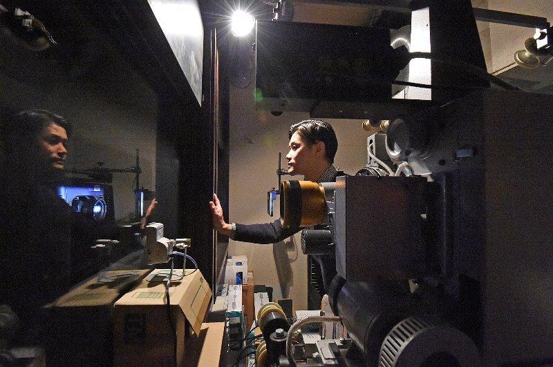映写室に新旧機器 映画館の絶景 | 静岡新聞 文化生活部記者ブログ「くらしず」 紙面にプラス、こぼれ話いろいろ