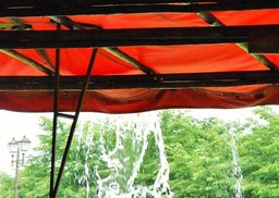 くらし紅テント雨③.JPG