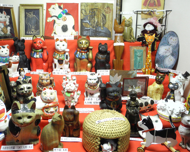 Cat exhibition Part 4 which became Japanese doll Museum, Japanese beckoning cat building picture