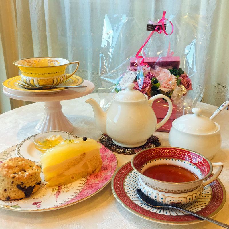 Tea party of Alice in Wonderland