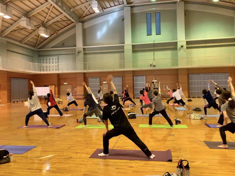 We forge and loosen and practice yoga clearly <April opening of a course>