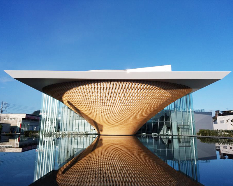 2013年6月にユネスコの世界文化遺産に登録された「富士山 ─信仰の対象と芸術の源泉」を後世に守り伝えていくための拠点施設が2017年12月23日、富士の麓にオープン。