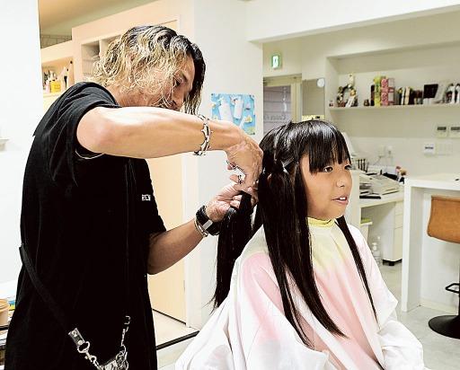 ド ネーション ヘア ドナー歴3回の私が「ヘアドネーションとは?」を分かりやすく解説!寄付の条件は長さ15cm以上?白髪の髪の毛は?│美紀ペディア|ブログ収益でスローフードを楽しむ元OL美紀のブログ