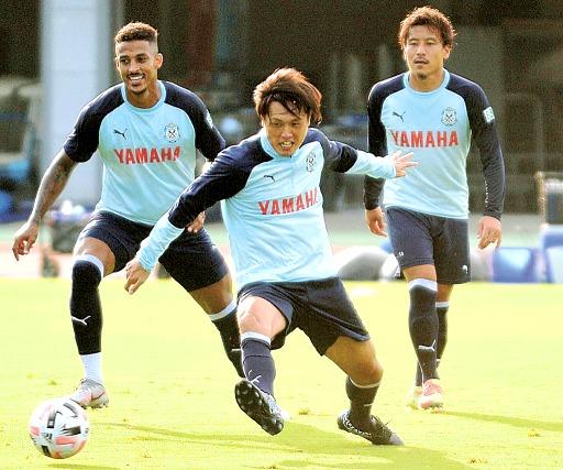 ジュビロ磐田加入の遠藤保仁、練習に初合流「J1昇格に全力」|あなた ...